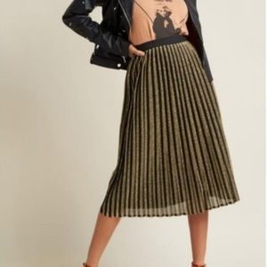 ModCloth Glitz Pleated Skirt Gold and Black size S